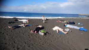 yogales op het strand la Palma