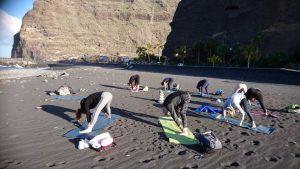 Ochtend yoga op het strand met Beweeg en Leef (Small)